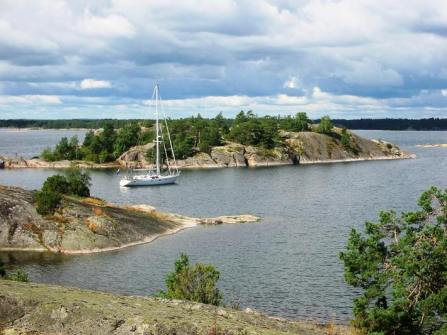 The idyllic anchorage at Kalsö